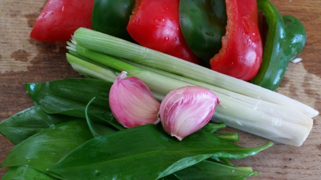 Zutaten für die Bärlauch Paprika Salsa